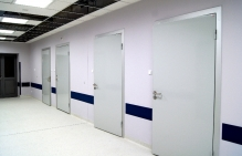 drzwi do szpitala higieniczne