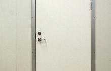 drzwi do chłodni w markecie